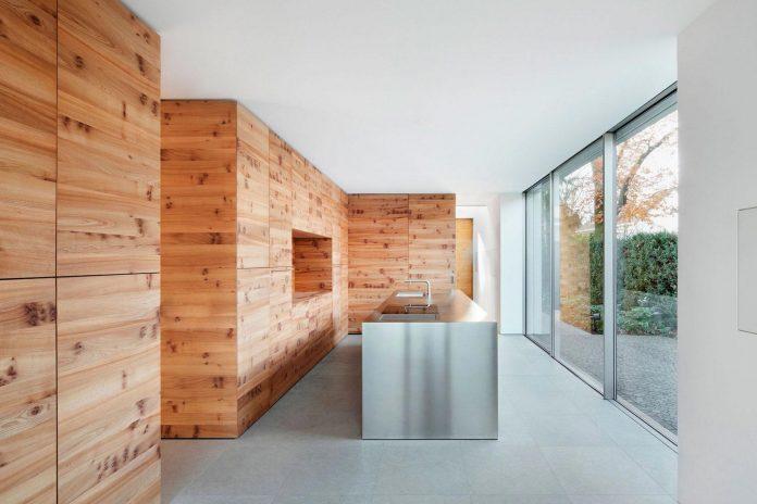 house-k-bright-interior-design-made-wood-white-walls-ceiling-dusseldorf-architekten-wannenmacher-moller-gmbh-07