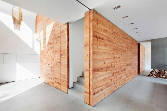 house-k-bright-interior-design-made-wood-white-walls-ceiling-dusseldorf-architekten-wannenmacher-moller-gmbh-09