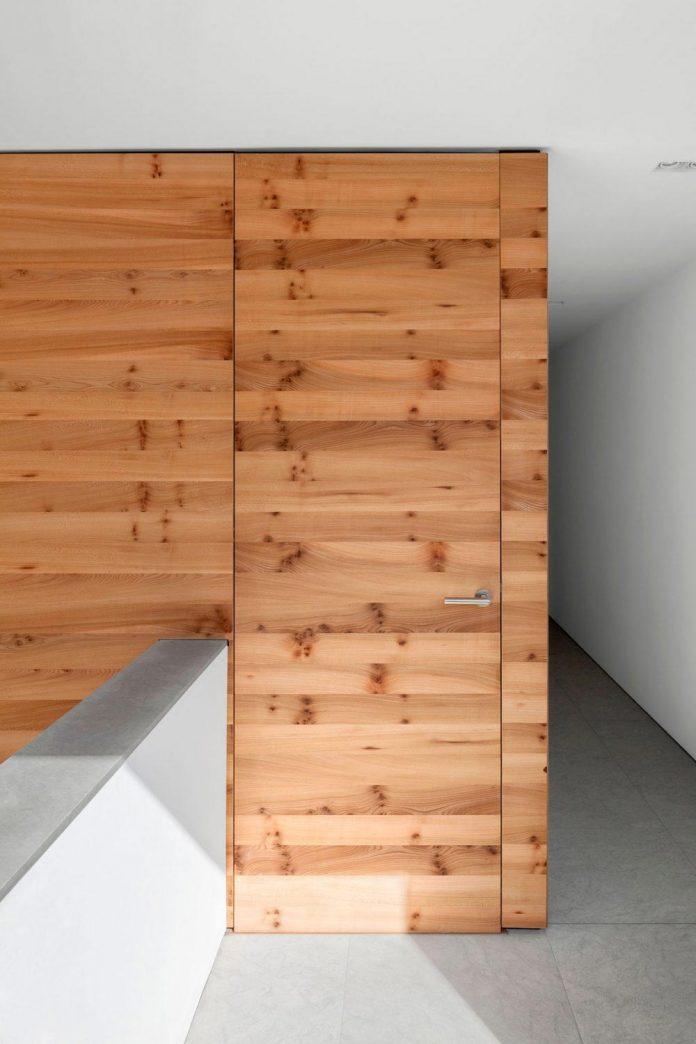 house-k-bright-interior-design-made-wood-white-walls-ceiling-dusseldorf-architekten-wannenmacher-moller-gmbh-10