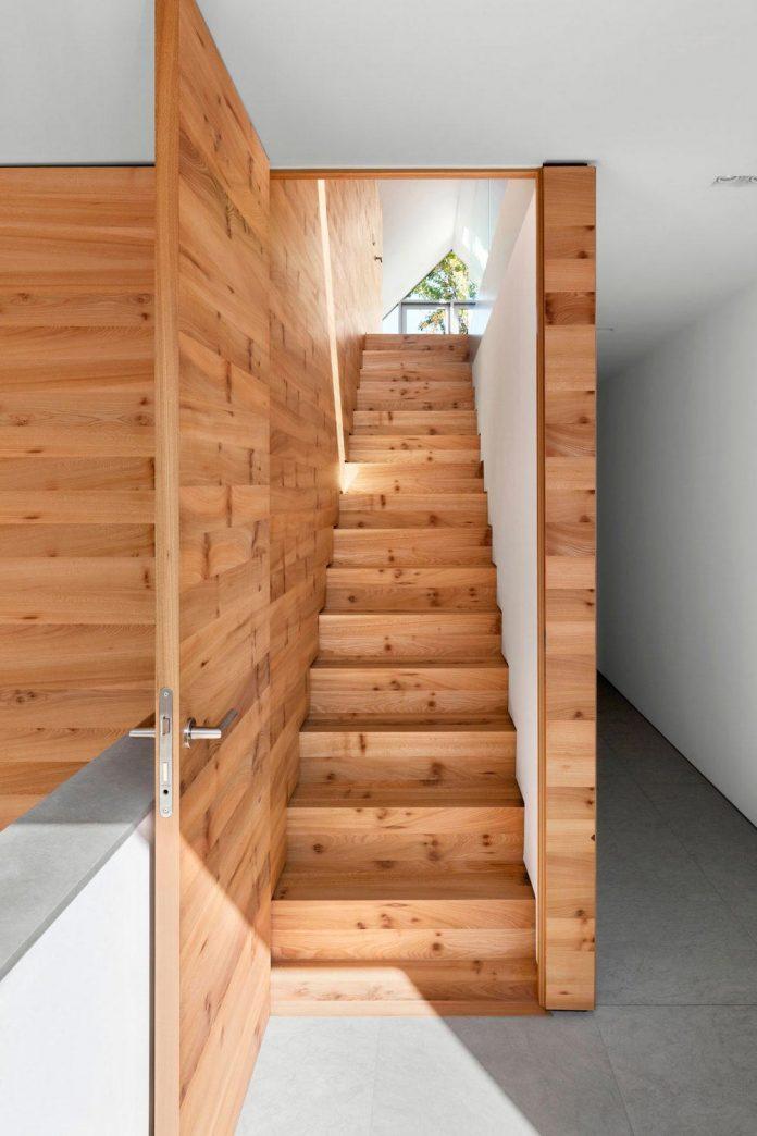 house-k-bright-interior-design-made-wood-white-walls-ceiling-dusseldorf-architekten-wannenmacher-moller-gmbh-11