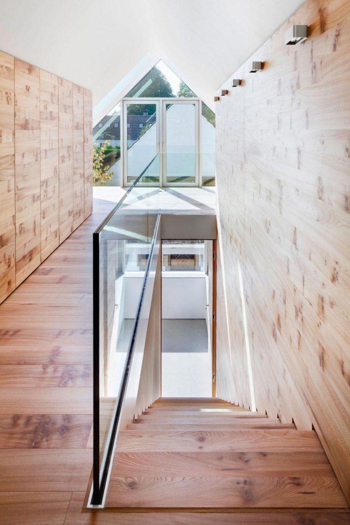 house-k-bright-interior-design-made-wood-white-walls-ceiling-dusseldorf-architekten-wannenmacher-moller-gmbh-12