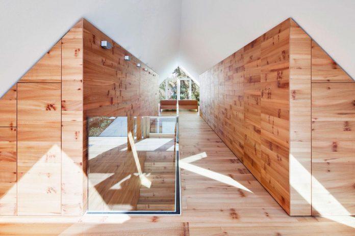 house-k-bright-interior-design-made-wood-white-walls-ceiling-dusseldorf-architekten-wannenmacher-moller-gmbh-13