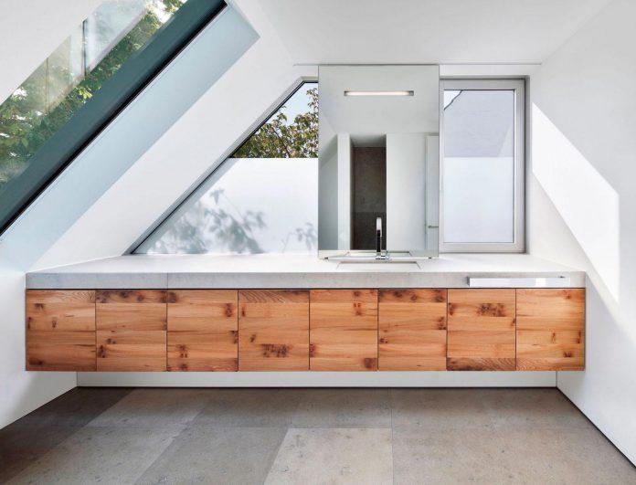 house-k-bright-interior-design-made-wood-white-walls-ceiling-dusseldorf-architekten-wannenmacher-moller-gmbh-14