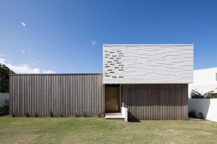 julian-guthrie-design-tuatua-house-generous-family-holiday-home-coastal-subdivision-01