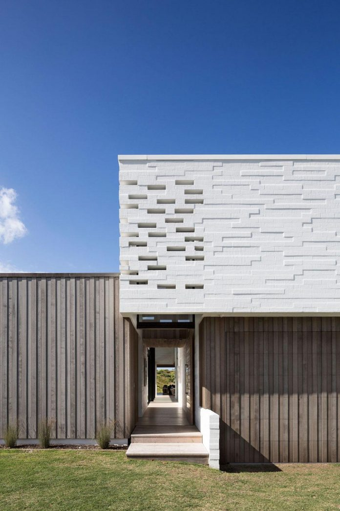 julian-guthrie-design-tuatua-house-generous-family-holiday-home-coastal-subdivision-02