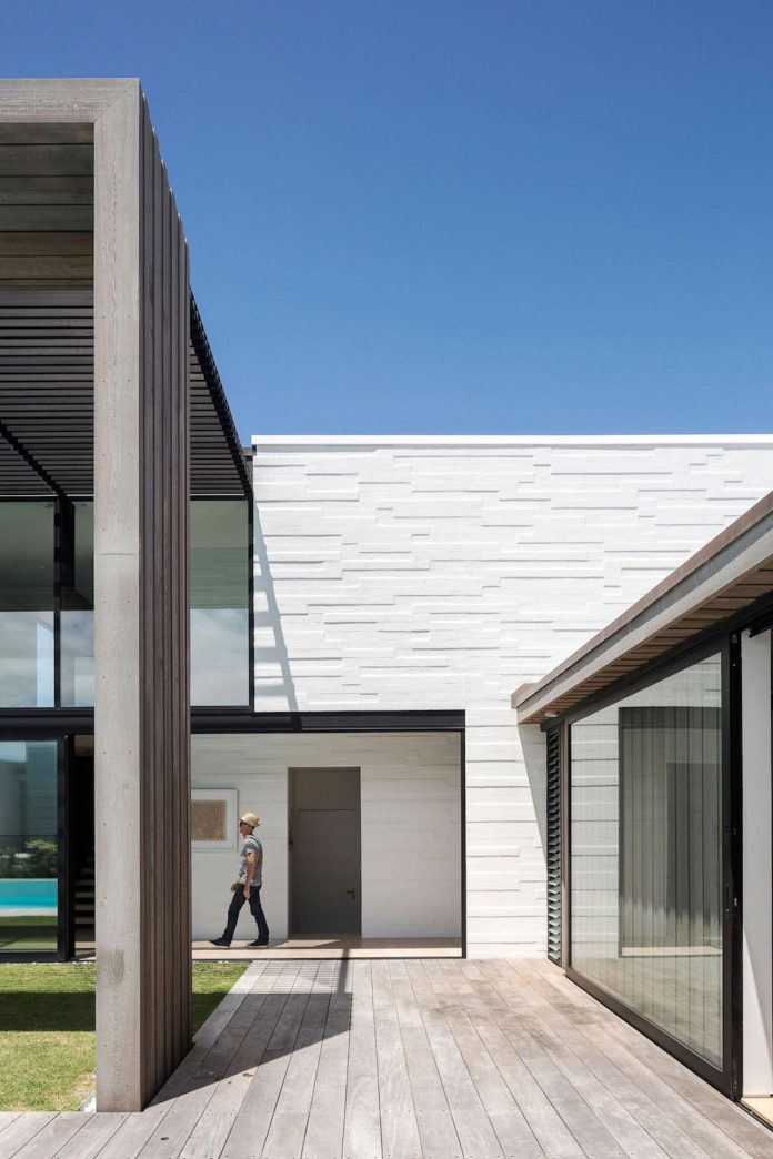 julian-guthrie-design-tuatua-house-generous-family-holiday-home-coastal-subdivision-06