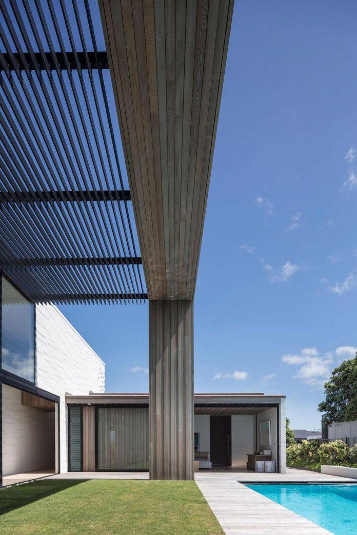 julian-guthrie-design-tuatua-house-generous-family-holiday-home-coastal-subdivision-07