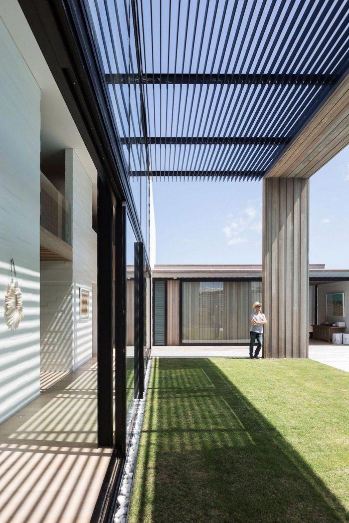julian-guthrie-design-tuatua-house-generous-family-holiday-home-coastal-subdivision-08