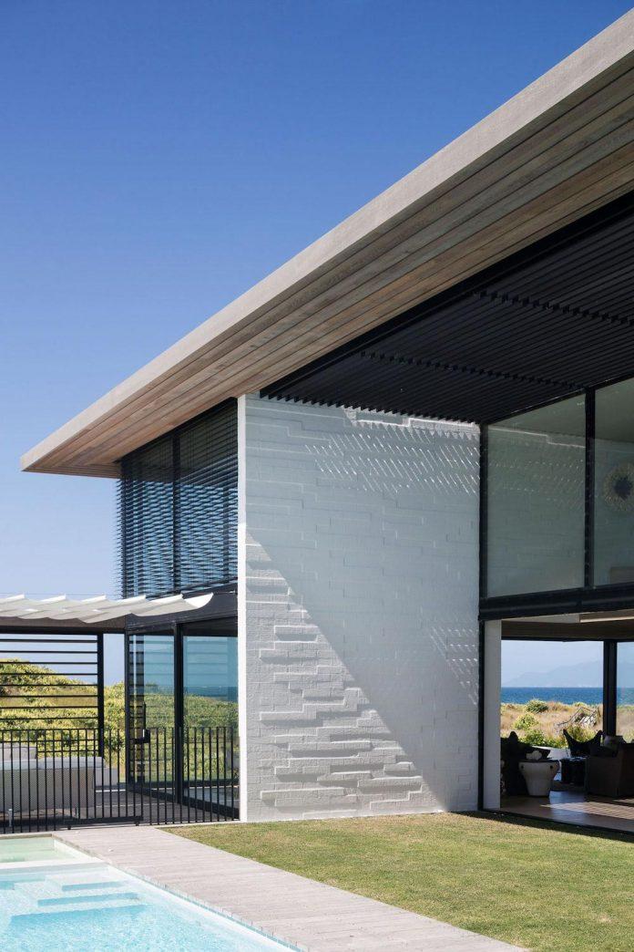 julian-guthrie-design-tuatua-house-generous-family-holiday-home-coastal-subdivision-09