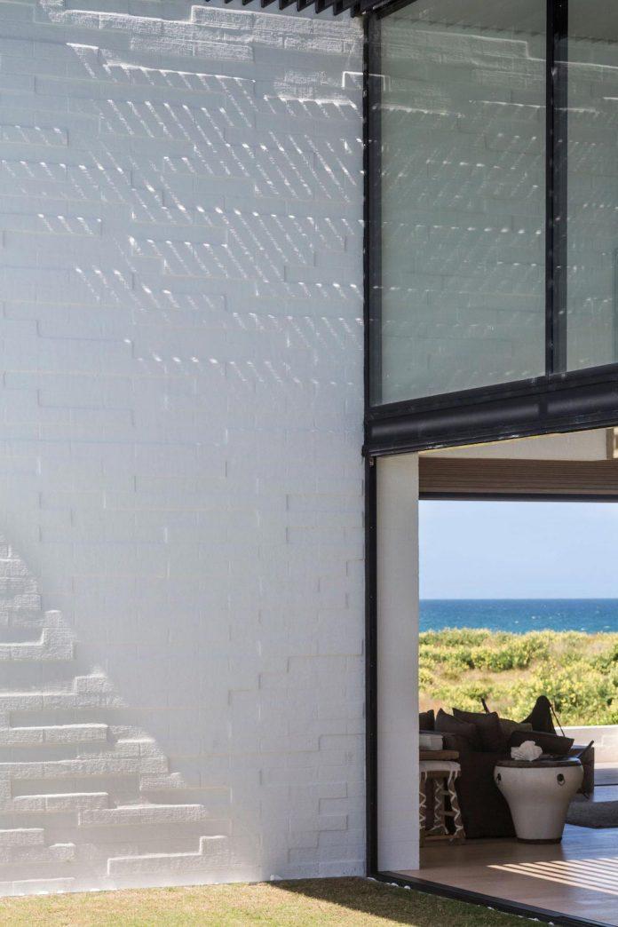 julian-guthrie-design-tuatua-house-generous-family-holiday-home-coastal-subdivision-10