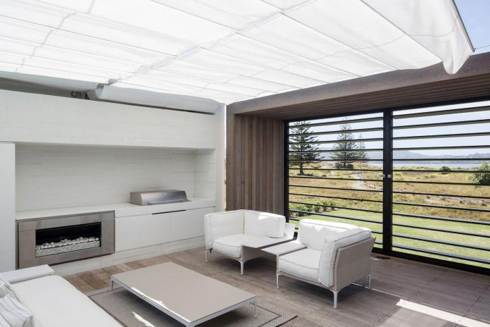 julian-guthrie-design-tuatua-house-generous-family-holiday-home-coastal-subdivision-11