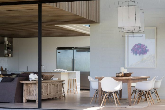 julian-guthrie-design-tuatua-house-generous-family-holiday-home-coastal-subdivision-13