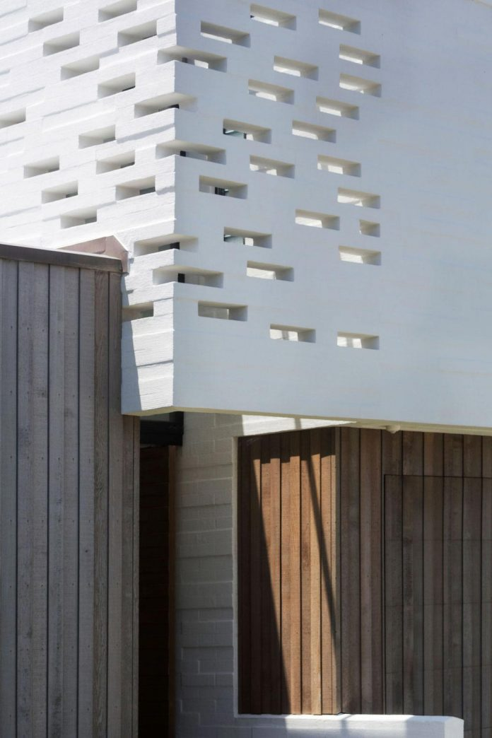 julian-guthrie-design-tuatua-house-generous-family-holiday-home-coastal-subdivision-14