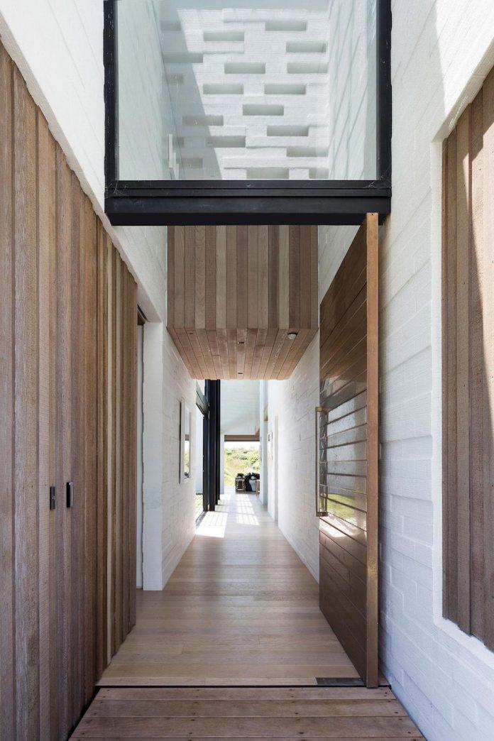 julian-guthrie-design-tuatua-house-generous-family-holiday-home-coastal-subdivision-15