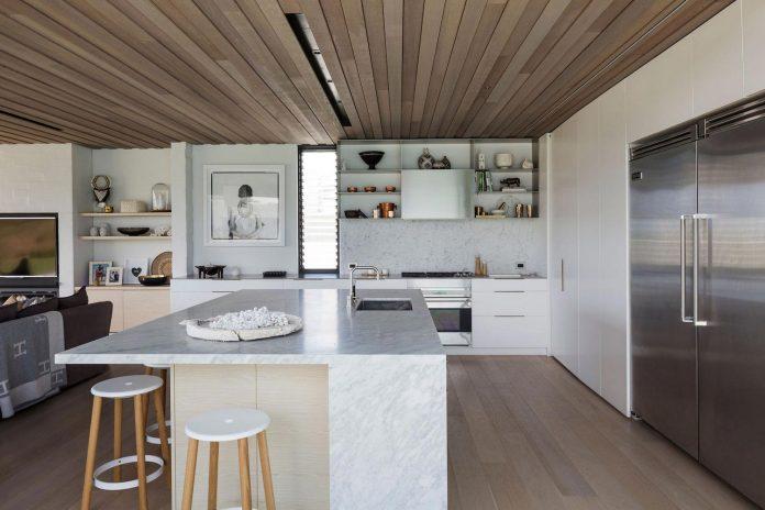 julian-guthrie-design-tuatua-house-generous-family-holiday-home-coastal-subdivision-17