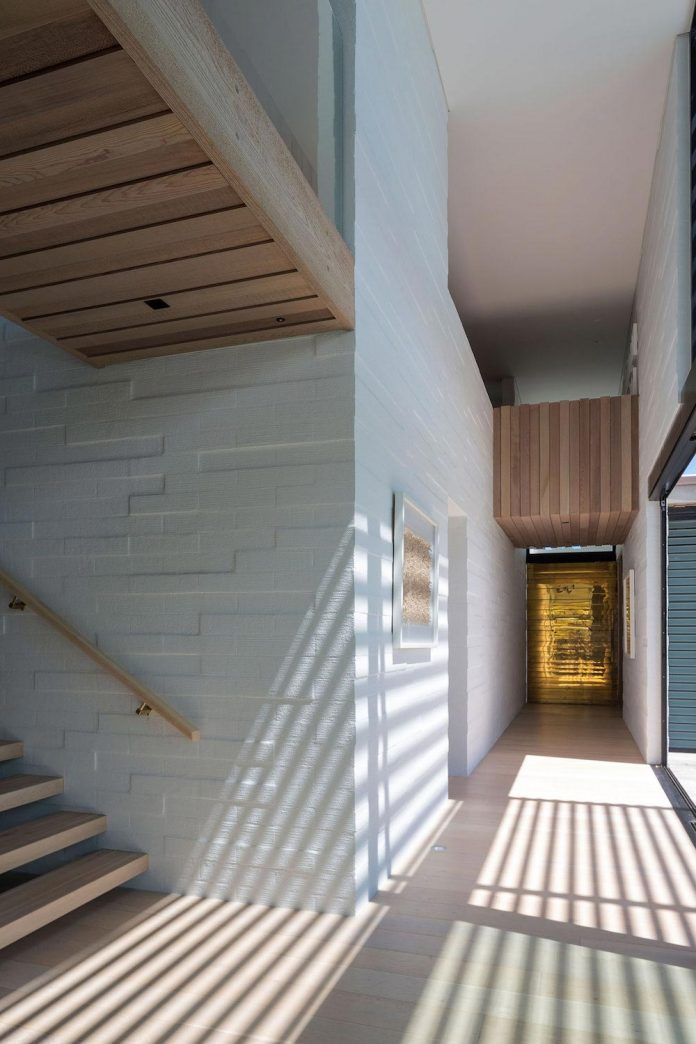 julian-guthrie-design-tuatua-house-generous-family-holiday-home-coastal-subdivision-20