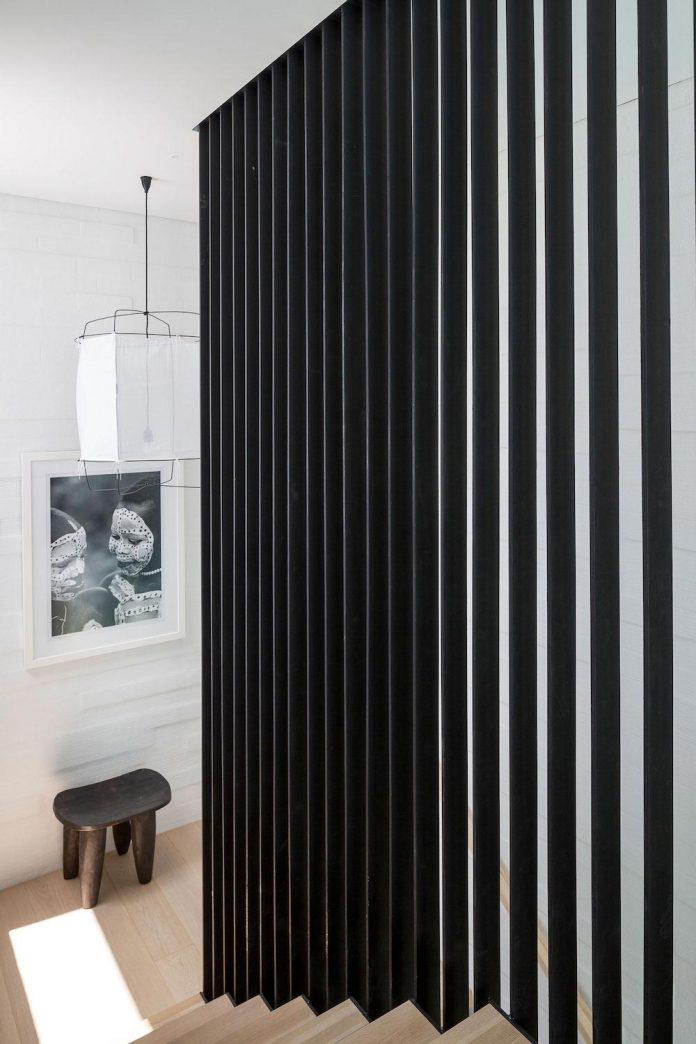 julian-guthrie-design-tuatua-house-generous-family-holiday-home-coastal-subdivision-21