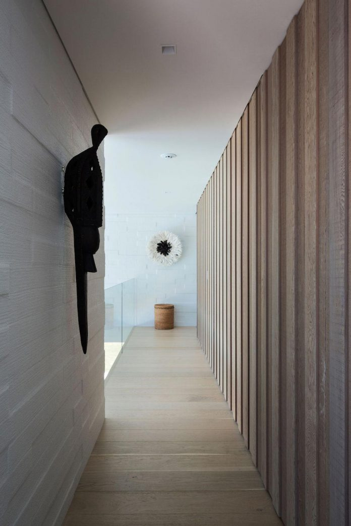julian-guthrie-design-tuatua-house-generous-family-holiday-home-coastal-subdivision-22