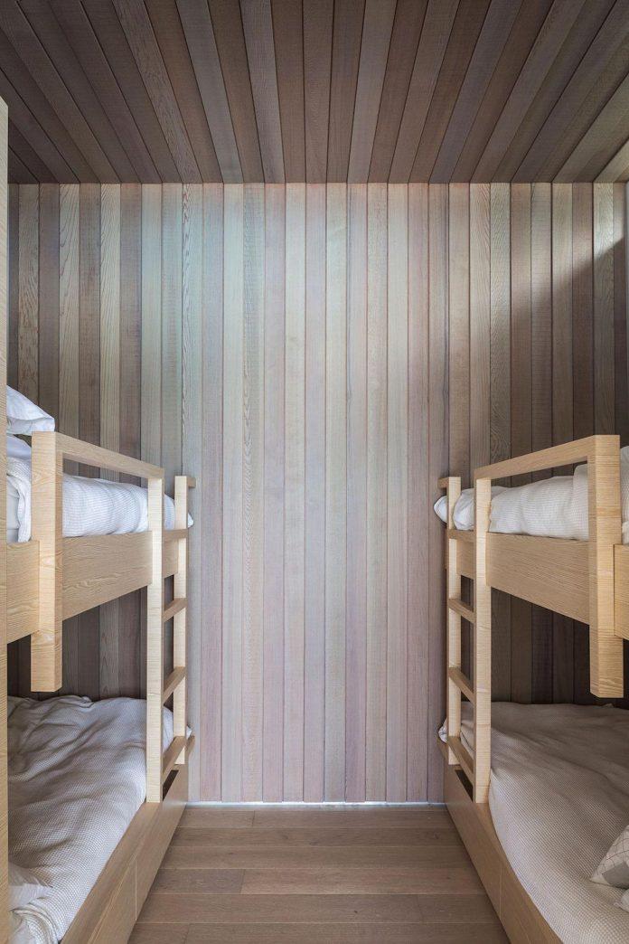 julian-guthrie-design-tuatua-house-generous-family-holiday-home-coastal-subdivision-23