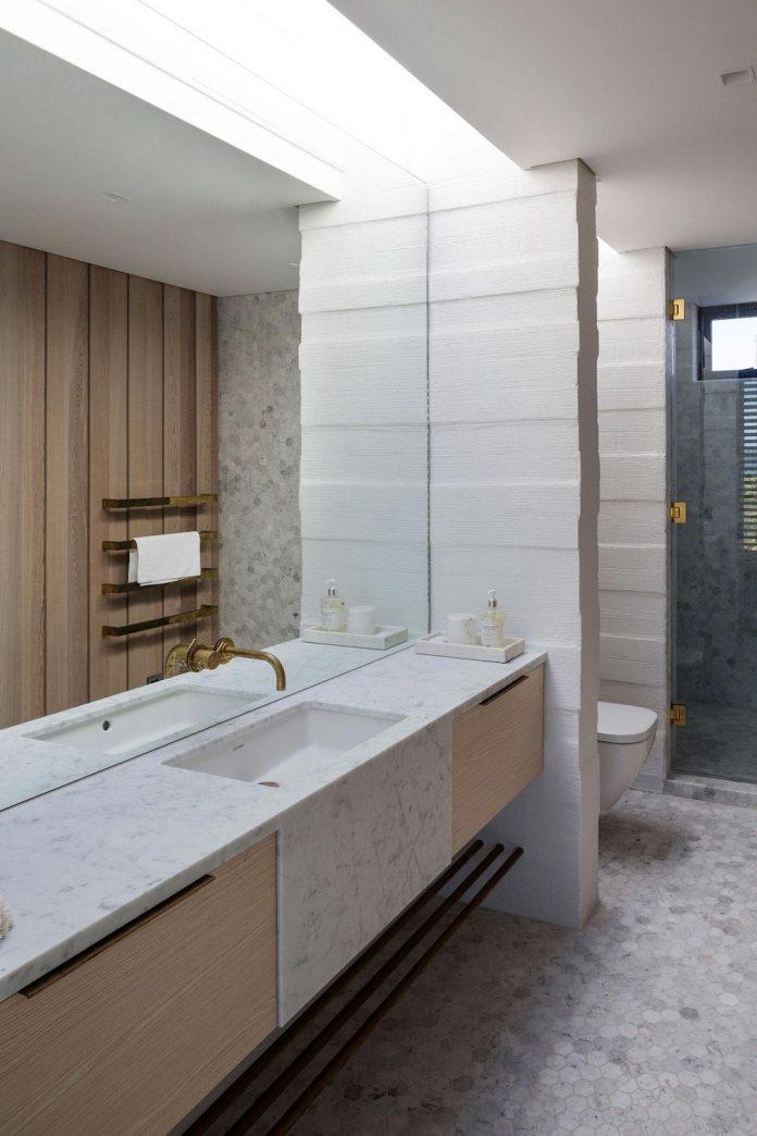 julian-guthrie-design-tuatua-house-generous-family-holiday-home-coastal-subdivision-24