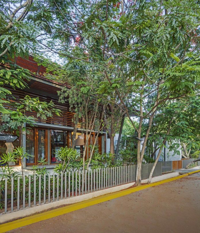 krishnan-house-16000-square-foot-green-surroundings-khosla-associates-01