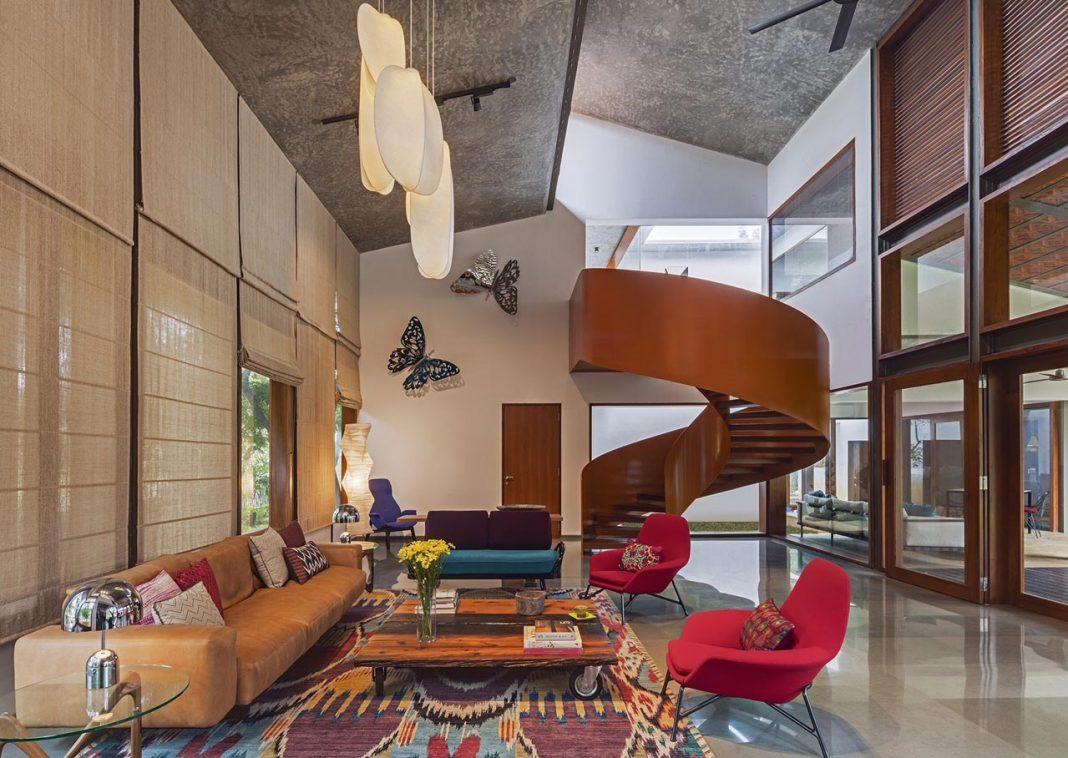 Krishnan House and it's 16,000 square foot green surroundings by Khosla Associates