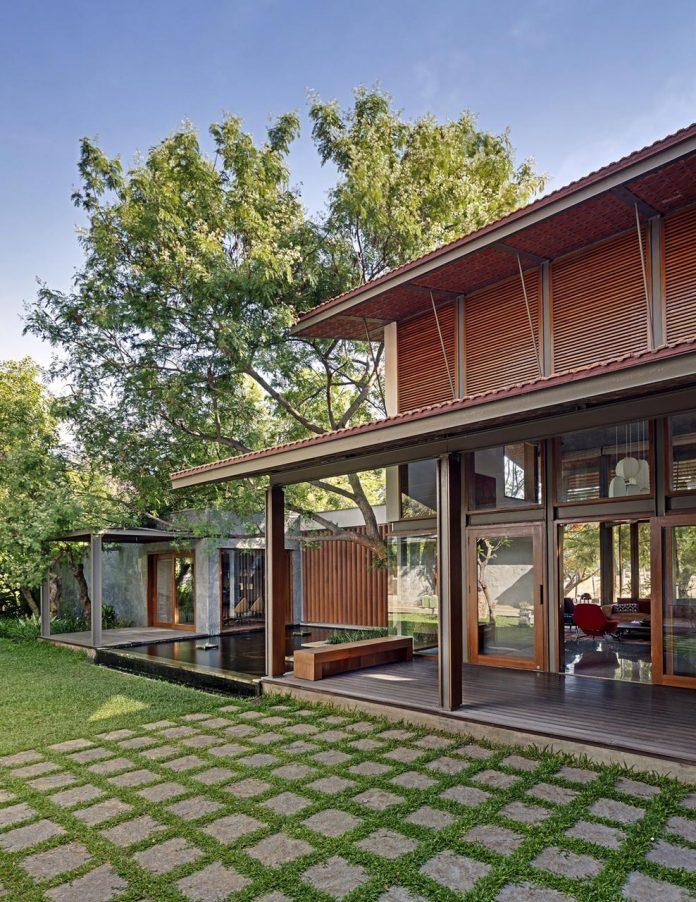 krishnan-house-16000-square-foot-green-surroundings-khosla-associates-09