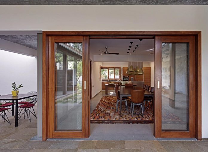 krishnan-house-16000-square-foot-green-surroundings-khosla-associates-12