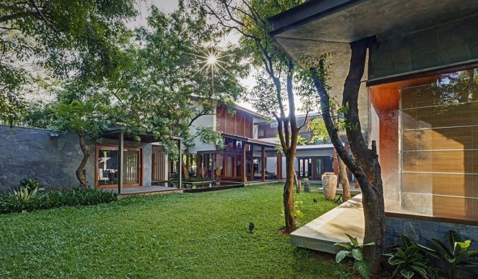 krishnan-house-16000-square-foot-green-surroundings-khosla-associates-16