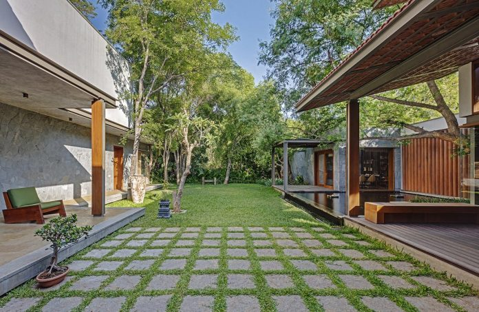 krishnan-house-16000-square-foot-green-surroundings-khosla-associates-17