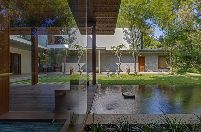 krishnan-house-16000-square-foot-green-surroundings-khosla-associates-18