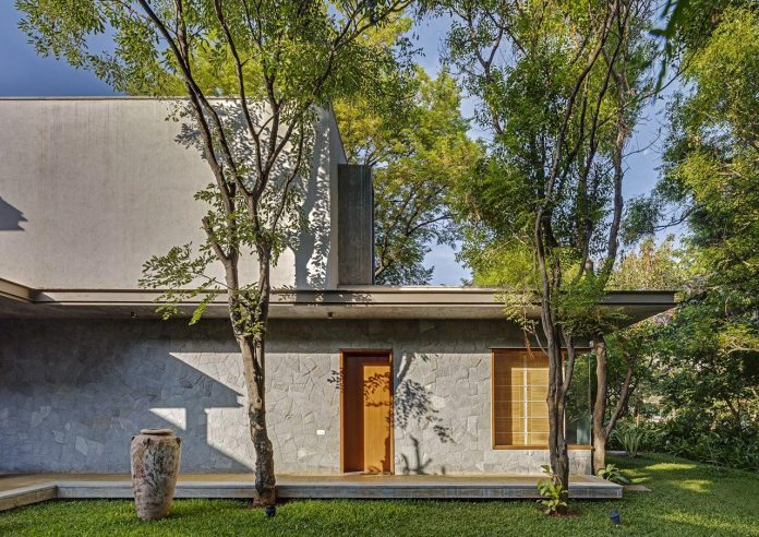 krishnan-house-16000-square-foot-green-surroundings-khosla-associates-20