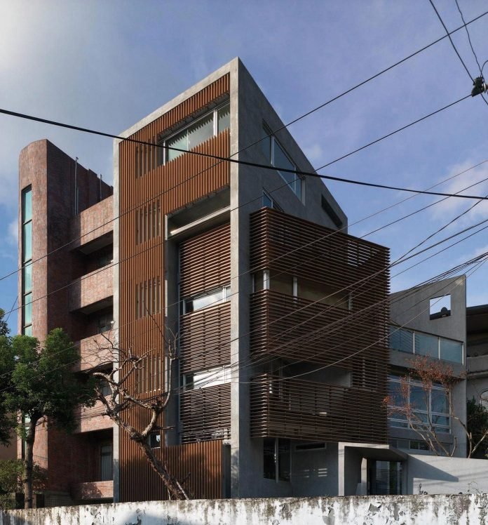 lack-space-ys114-house-developed-vertically-preposition-architecture-02