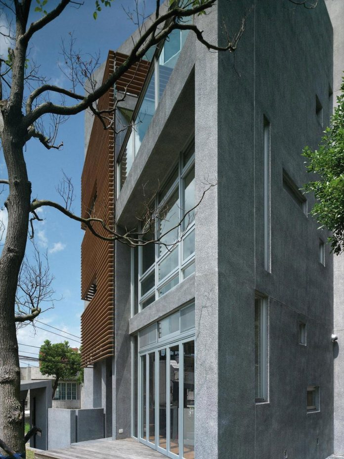 lack-space-ys114-house-developed-vertically-preposition-architecture-04