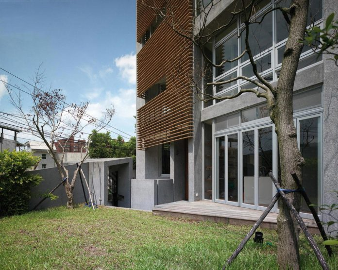 lack-space-ys114-house-developed-vertically-preposition-architecture-05
