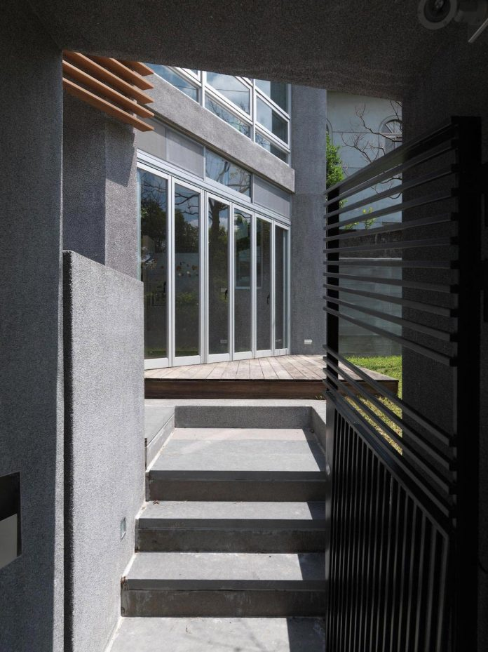 lack-space-ys114-house-developed-vertically-preposition-architecture-07
