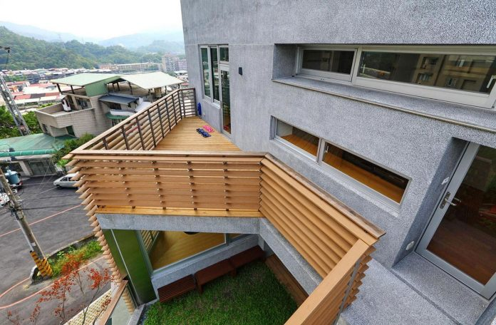 lack-space-ys114-house-developed-vertically-preposition-architecture-08