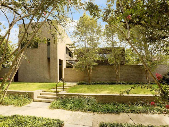 lesem-house-houstons-southampton-neighborhood-stern-bucek-architects-01