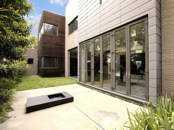 lesem-house-houstons-southampton-neighborhood-stern-bucek-architects-05