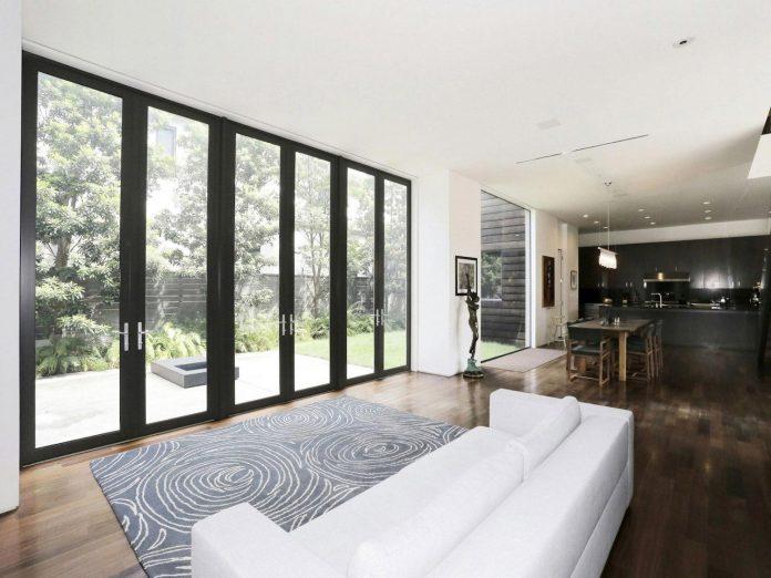 lesem-house-houstons-southampton-neighborhood-stern-bucek-architects-06