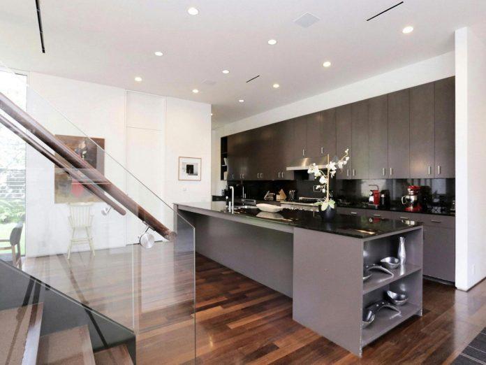 lesem-house-houstons-southampton-neighborhood-stern-bucek-architects-09