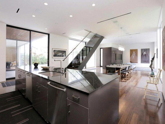 lesem-house-houstons-southampton-neighborhood-stern-bucek-architects-11
