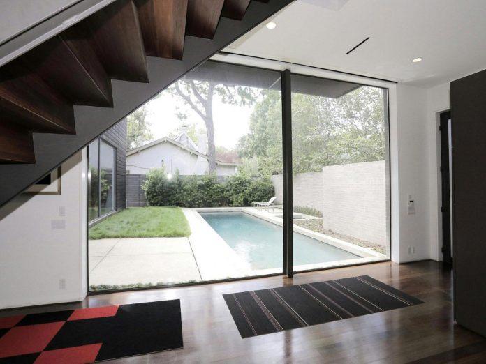 lesem-house-houstons-southampton-neighborhood-stern-bucek-architects-17