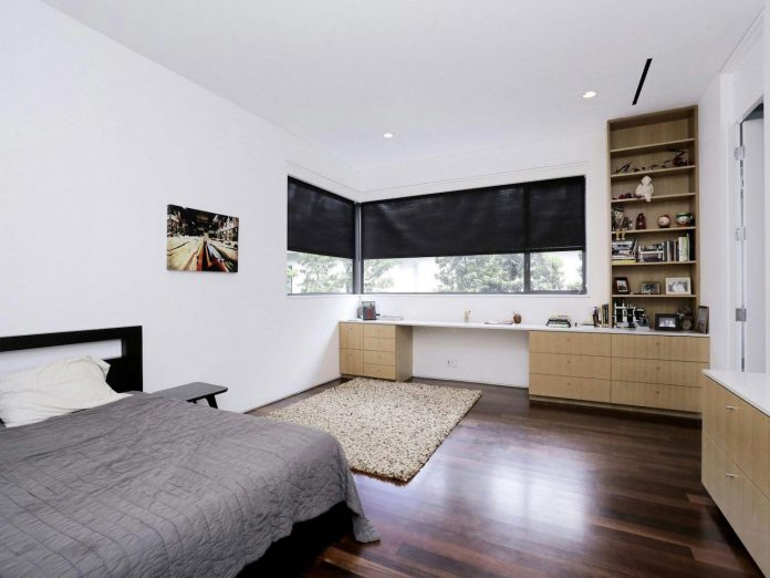 lesem-house-houstons-southampton-neighborhood-stern-bucek-architects-23