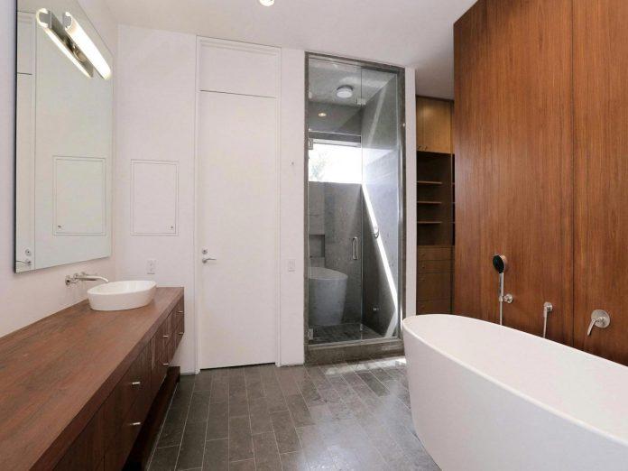 lesem-house-houstons-southampton-neighborhood-stern-bucek-architects-25