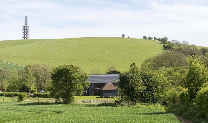 liddicoat-goldhill-design-ancient-party-barn-barn-conversion-contemporary-atmospheric-getaway-relaxing-gathering-03