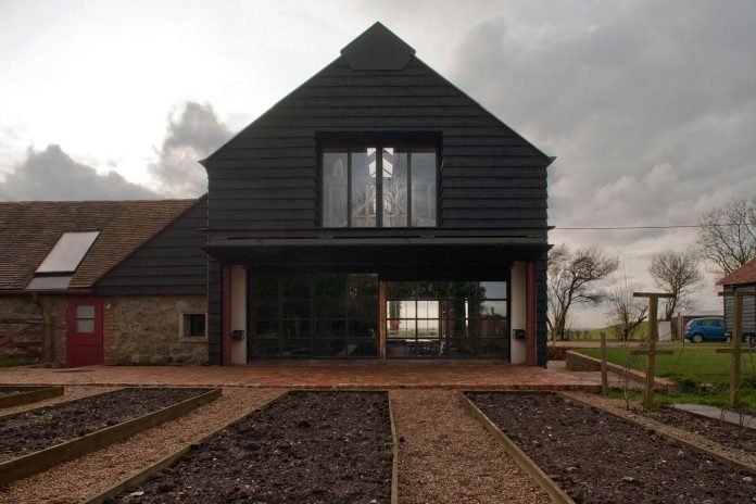 liddicoat-goldhill-design-ancient-party-barn-barn-conversion-contemporary-atmospheric-getaway-relaxing-gathering-07