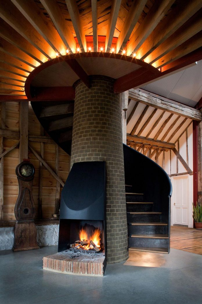 liddicoat-goldhill-design-ancient-party-barn-barn-conversion-contemporary-atmospheric-getaway-relaxing-gathering-19