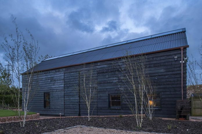 liddicoat-goldhill-design-ancient-party-barn-barn-conversion-contemporary-atmospheric-getaway-relaxing-gathering-37