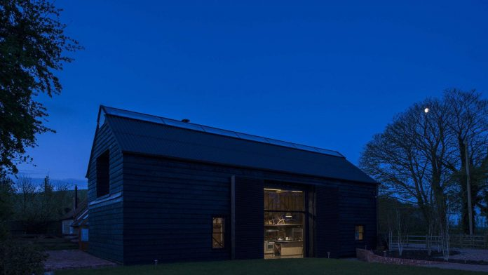liddicoat-goldhill-design-ancient-party-barn-barn-conversion-contemporary-atmospheric-getaway-relaxing-gathering-38